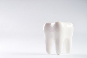 '.$pk.' - white molar against white background
